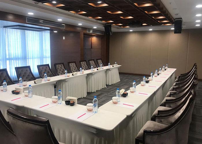 سالن جلسات هتل لاله پارک تبریز