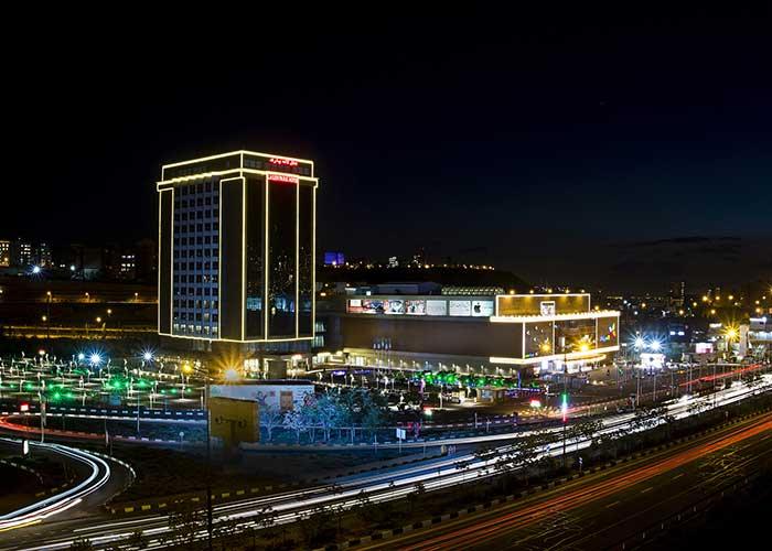 نمای ساختمان هتل لاله پارک