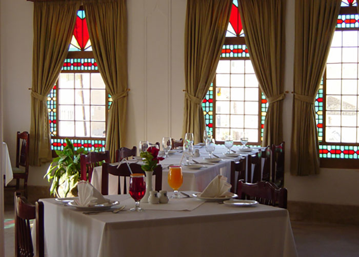 عکس میز رستوران هتل لاله یزد