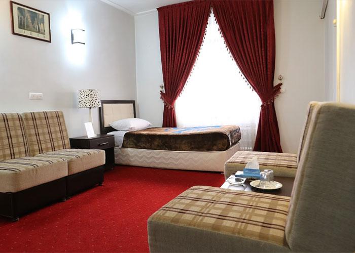 مبلمان داخل اتاق هتل جهانگردی ماکو