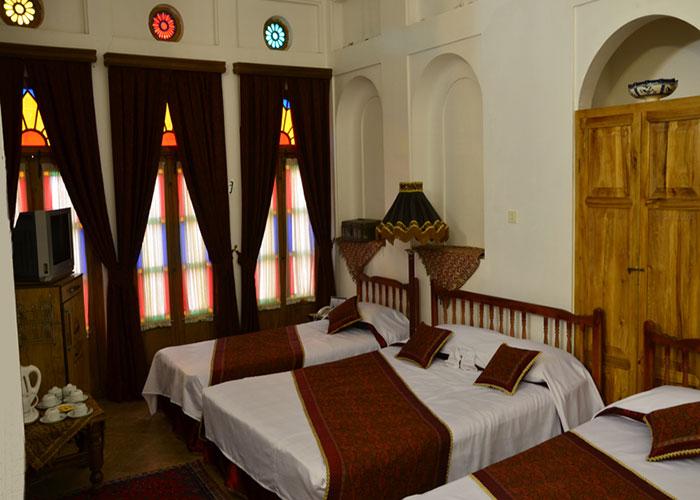 اتاق چهار تخته هتل سنتی مهر یزد