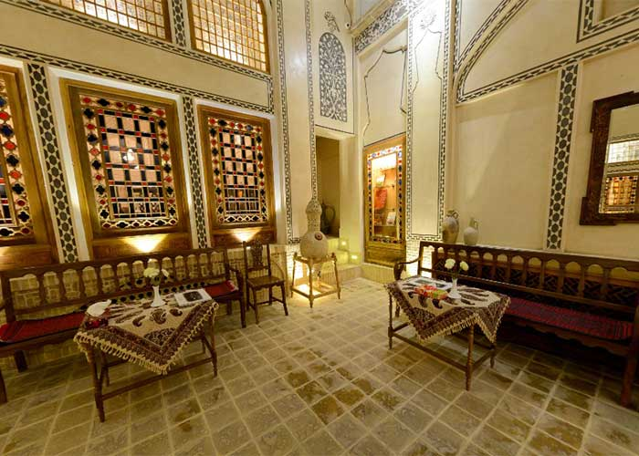 لابی  اقامتگاه سنتی مهینستان راهب کاشان