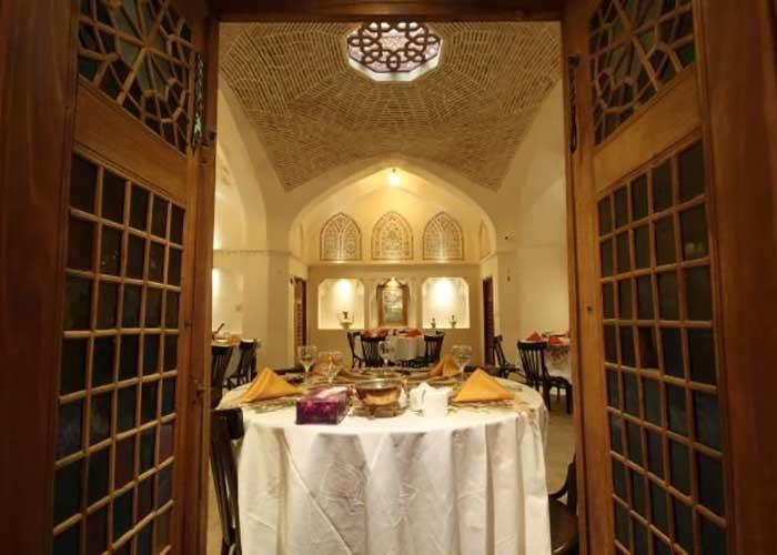 رستوران اقامتگاه مهینستان راهب کاشان
