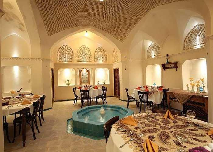 رستوران اقامتگاه مهینستان راهب