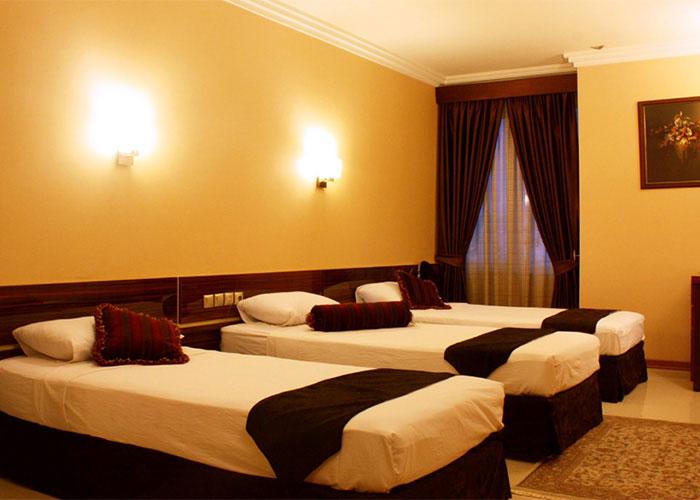 اتاق سه تخته هتل منجی مشهد