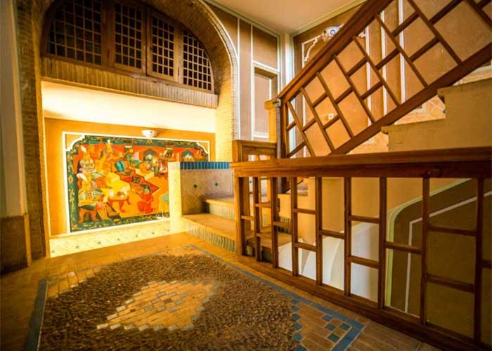 راهرو هتل باغ مشیر الممالک یزد