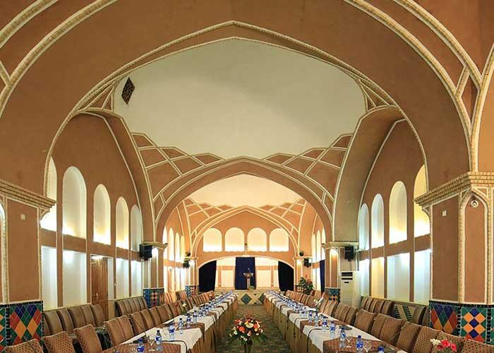 سالن کنفرانس هتل باغ مشیر الممالک یزد