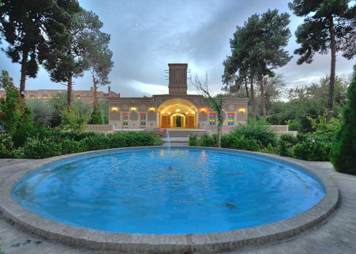 عکس ساختمان هتل باغ مشیر الممالک یزد