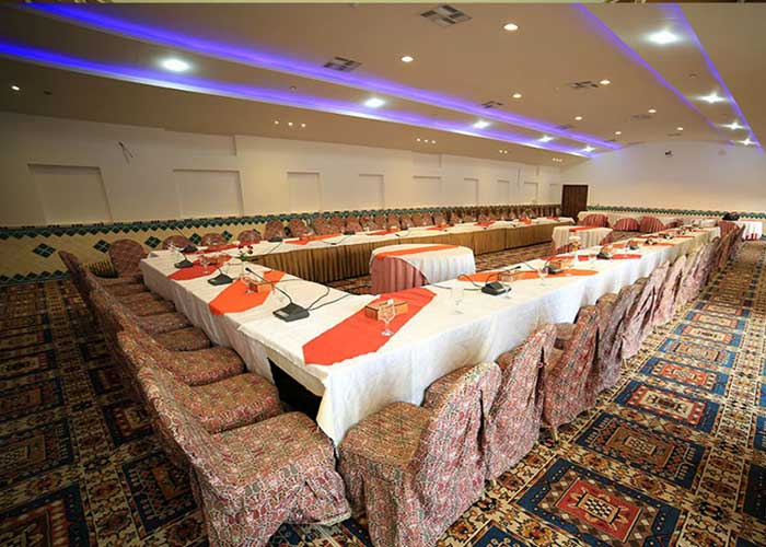 عکس سالن کنفرانس هتل باغ مشیر الممالک یزد