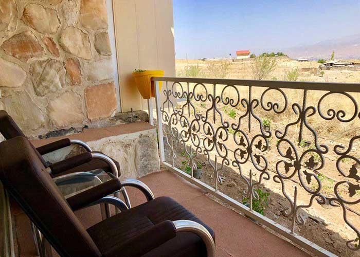بالکن اتاق هتل نمکی مزرعه گردشگری خورشید دماوند
