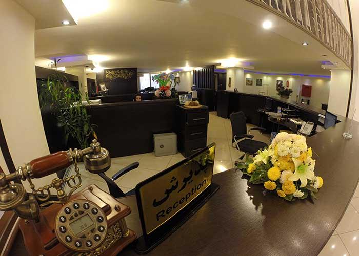 پذیرش هتل نگارستان کاشان