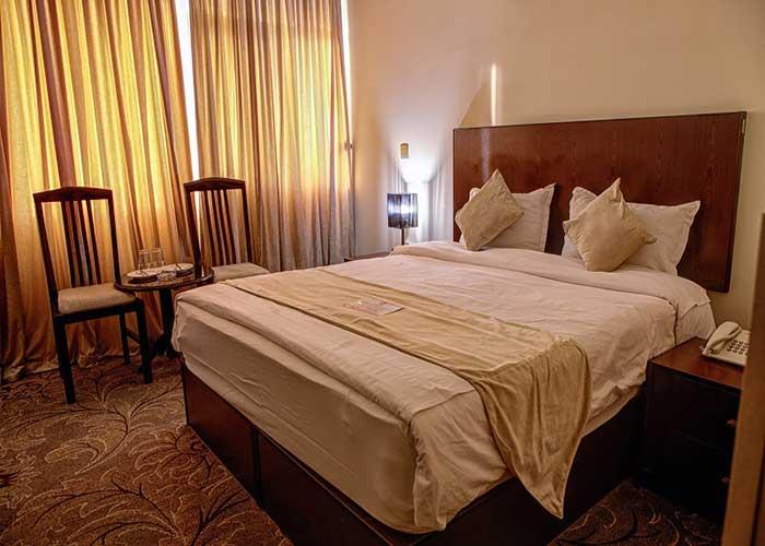 اتاق دو تخته بل هتل نگارستان کاشان