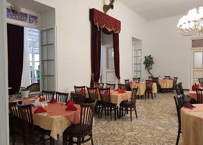 رستوران هتل باستانی نگین گچسر