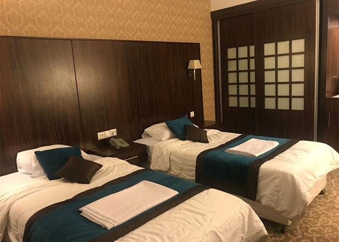 اتاق دو تخته توئین هتل باستانی نگین گچسر