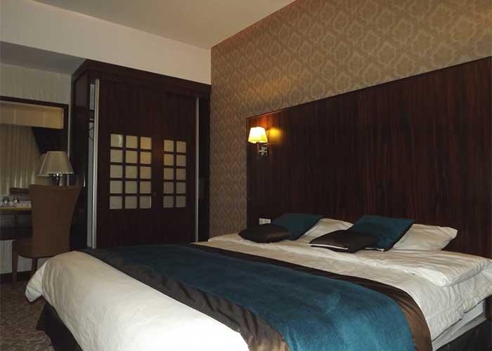 اتاق دو تخته دبل هتل باستانی نگین گچسر