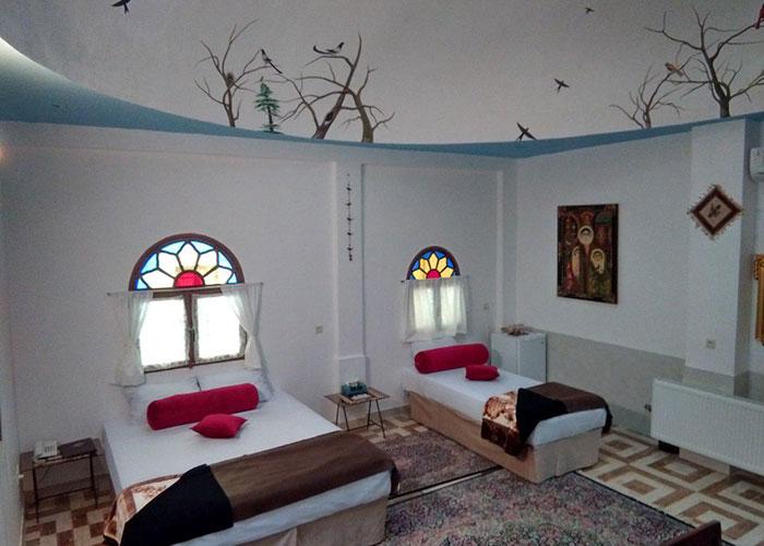 اتاق سه تخته هتل سنتی نگین کاشان
