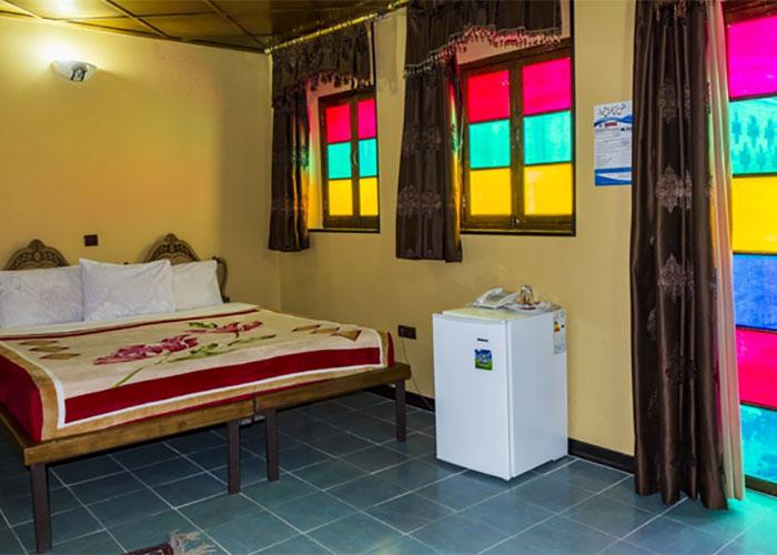 اتاق چهار تخته هتل سنتی نیایش شیراز