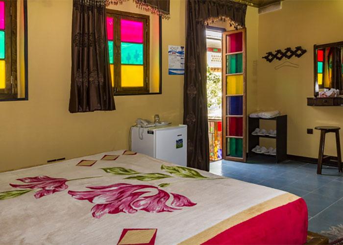 تصاویر اتاق چهار تخته هتل سنتی نیایش شیراز