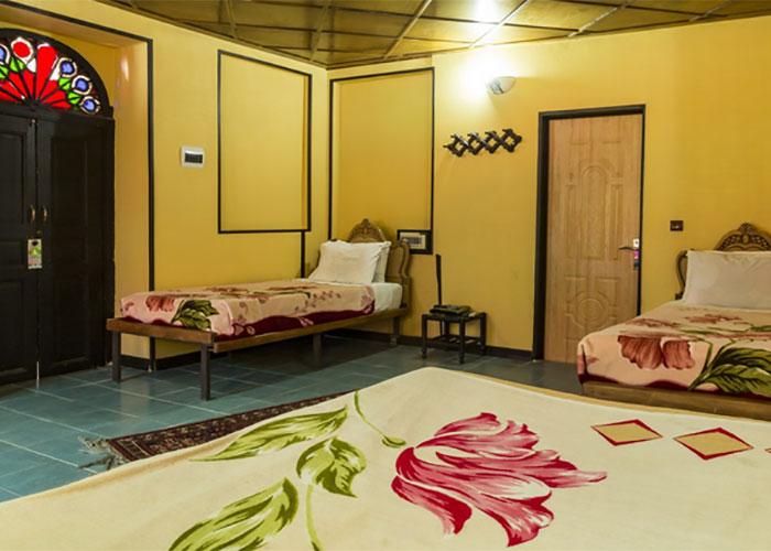 عکس اتاق چهار تخته هتل سنتی نیایش شیراز