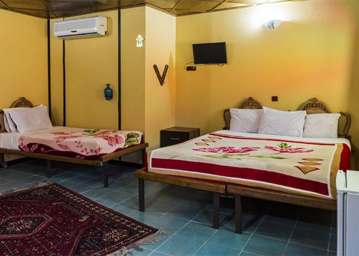 اتاق چهار تخته هتل سنتی نیایش