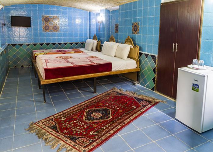 اتاق سه تخته هتل سنتی نیایش شیراز