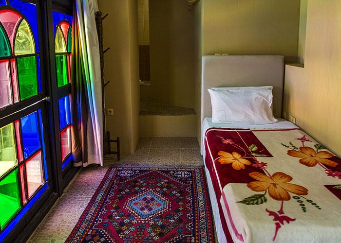 اتاق یک تخته هتل سنتی نیایش شیراز