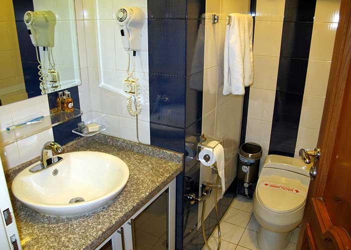 سرویس بهداشتی اتاق هتل نیلو تهران
