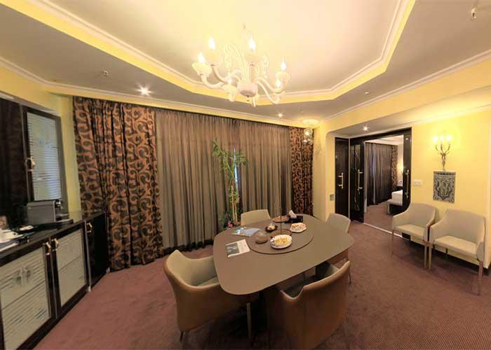 میز اتاق هتل نیلو تهران