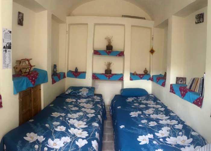 اتاق دو تخته خانه نقلی کاشان