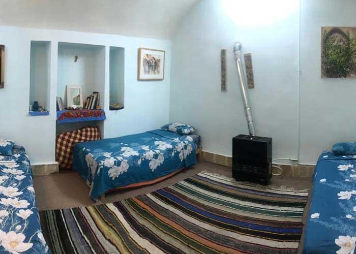 عکس اتاق سه تخته خانه نقلی کاشان