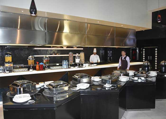 رستوران هتل نووتل تهران