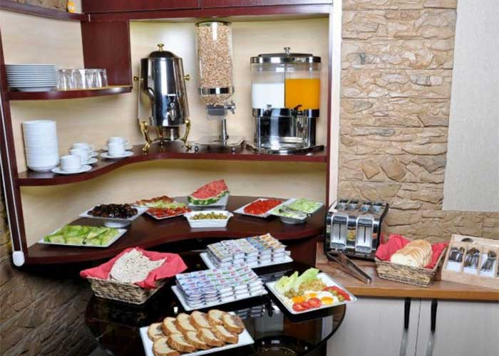 میز صبحانه هتل پارس اصفهان