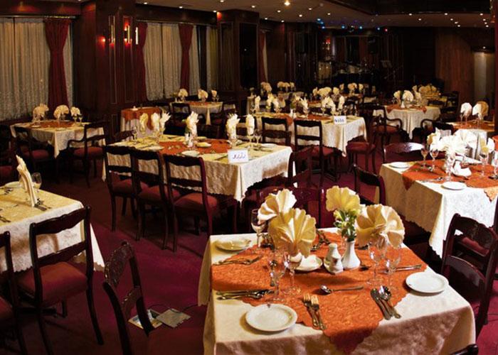 رستوران لوتوس هتل پارس شیراز