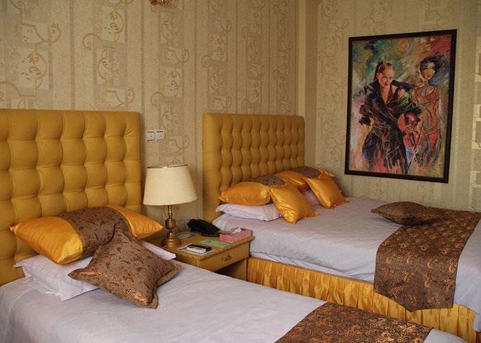 دو تخته زرد هتل پارسه شیراز