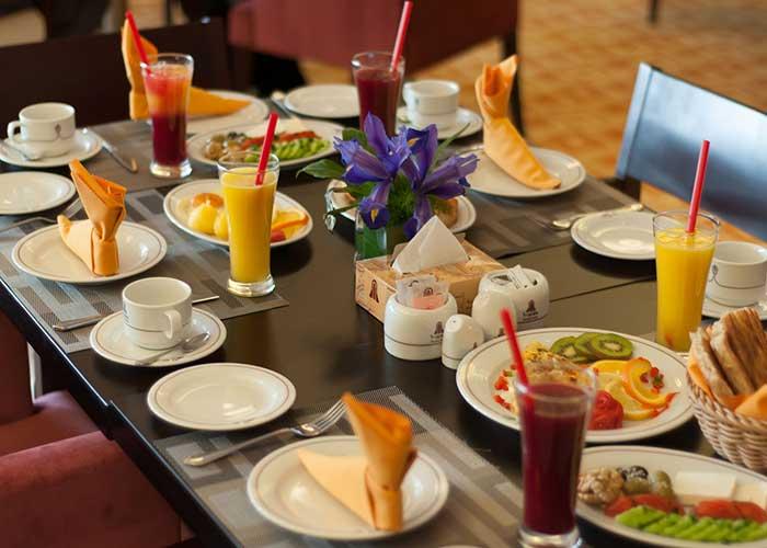 بوفه صبحانه هتل آزادی تهران