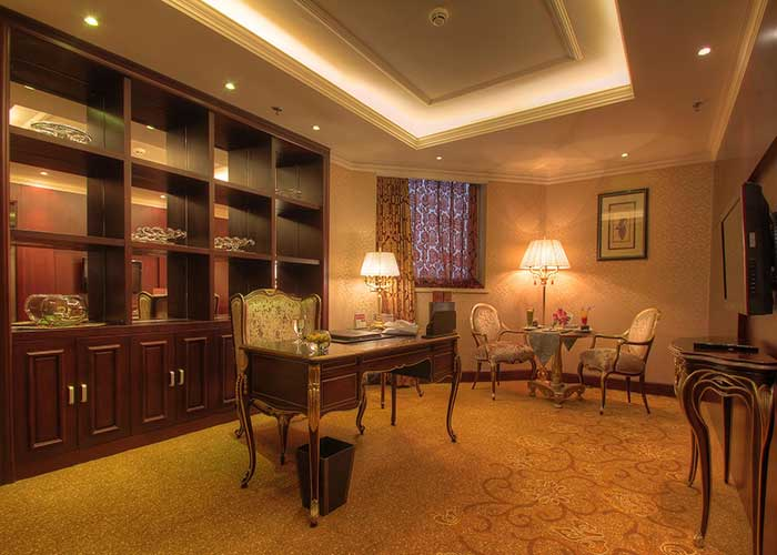 میز کار سوئیت پرزیدنتال هتل آزادی تهران