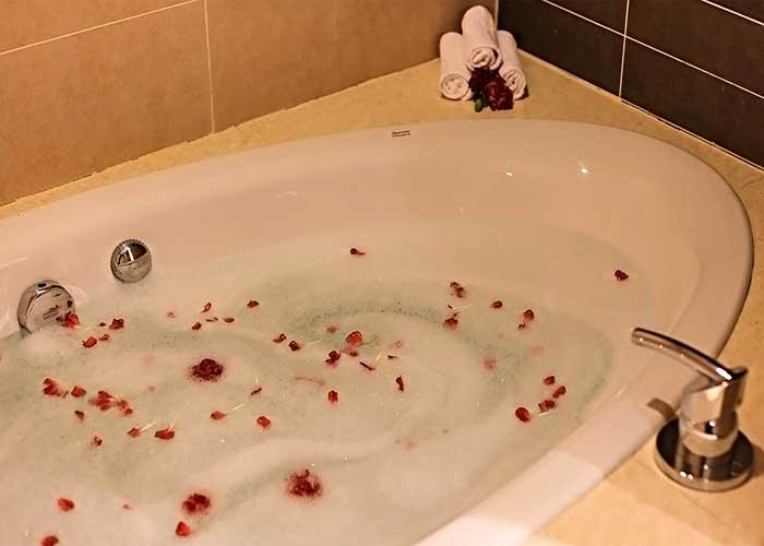 وان حمام سوئیت جونیور هتل آزادی تهران