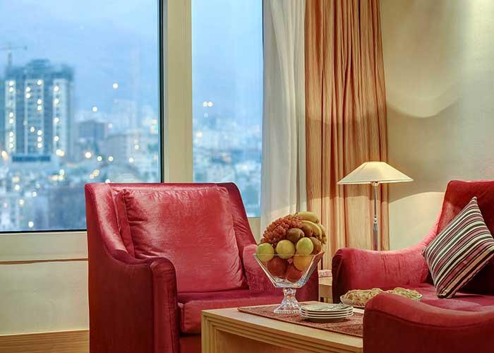 منظره بیرون سوئیت جونیور هتل آزادی تهران