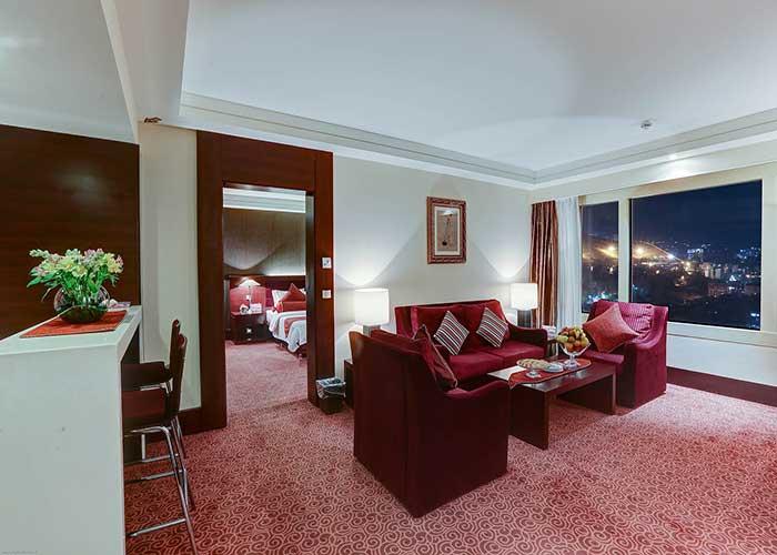 سالن نشیمن سوئیت رویال هتل آزادی تهران