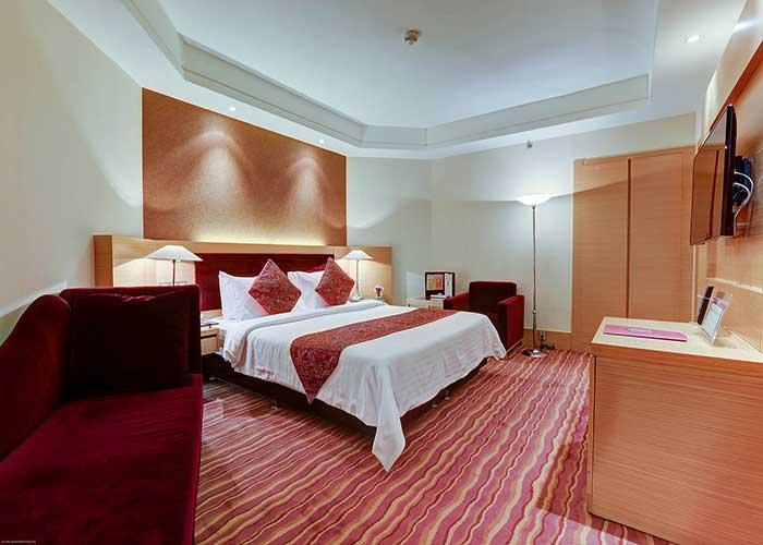 تخت سوئیت رویال هتل آزادی تهران
