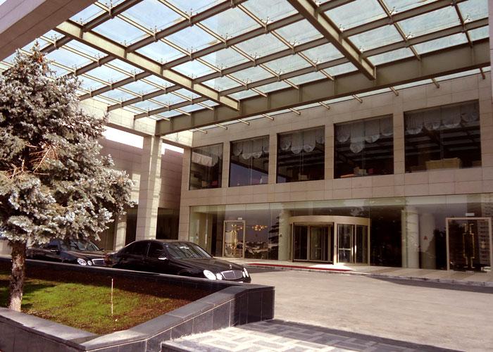 ورودی لابی هتل آزادی تهران