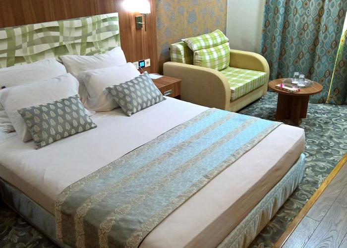 سوئیت معمولی هتل پارسیان شیراز