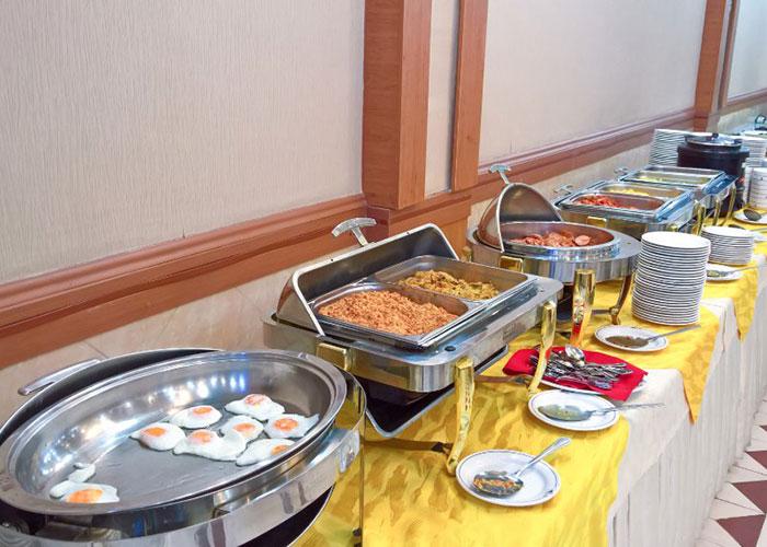 صبحانه هتل پارسیان شیراز