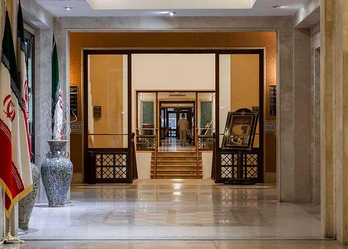 ورودی هتل صفائیه یزد