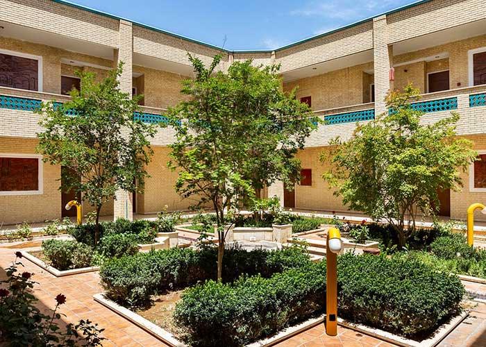 تصاویر ساختمان باغ هتل صفائیه یزد