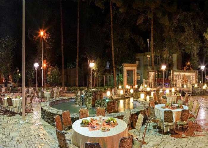 محوطه باغ هتل صفائیه یزد
