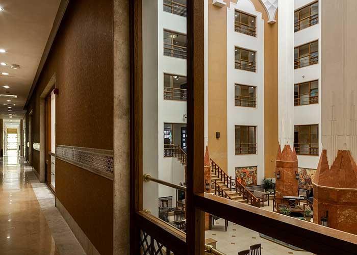راهرو هتل صفائیه یزد