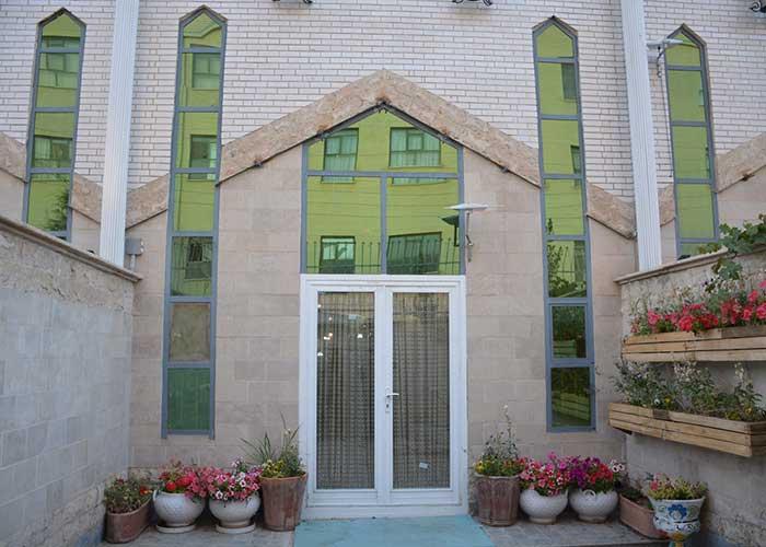 ورودی هتل آپارتمان هخامنشیان پارتاک اصفهان