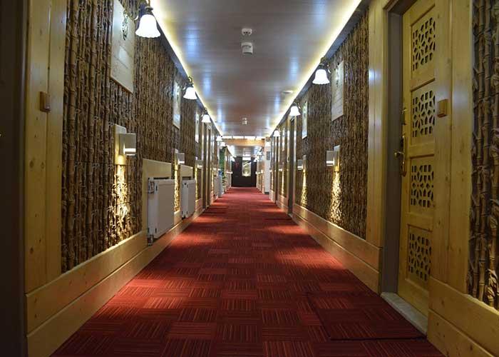 راهرو هتل آپارتمان هخامنشیان پارتاک اصفهان