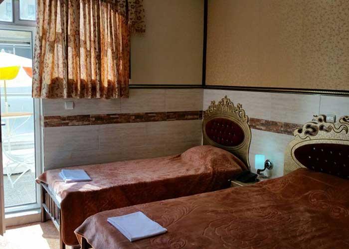 اتاق سه تخته هتل آپارتمان هخامنشیان پارتاک اصفهان